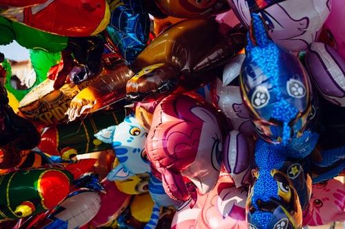 Read more about the article Les meilleurs ballons dinosaure pour un baptême d'enfant