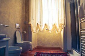 Read more about the article Les motifs de rideau de douche tendance